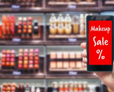 Smartphone shopping for makeup discounts online