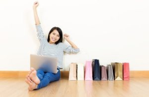 online sample sales - woman shopping online at home