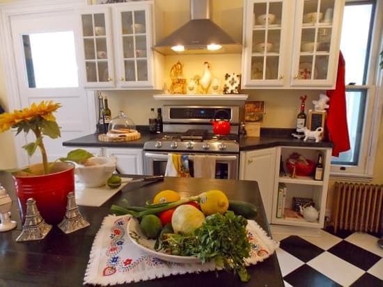 surprising bright sunny kitchen ideas | Home Decorating Ideas for Summer | The Budget Fashionista