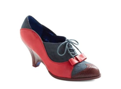 Low heeled shoes with tie
