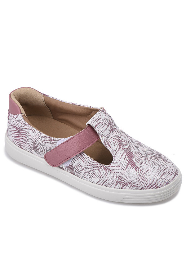 Elsie shoe from Cosyfeet, one of our top picks for wide shoe stores.
