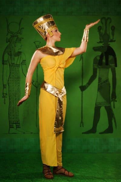 Cleopatra wearing cuff bracelets