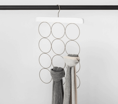 Scarf hanger for closet
