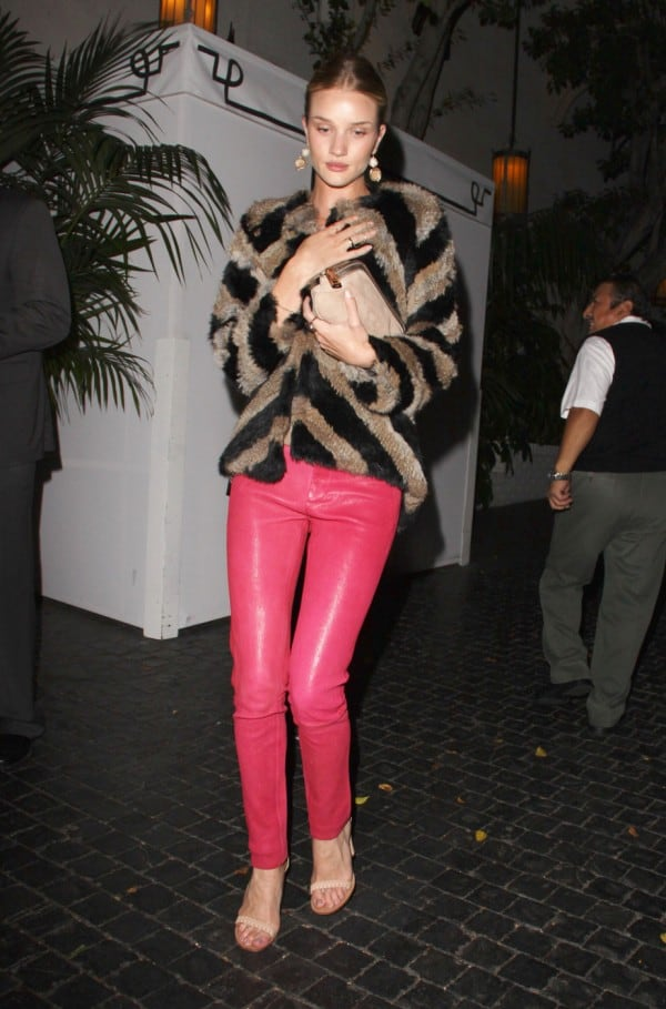 Rosie-Huntington-Whiteley wearing pink leather pants