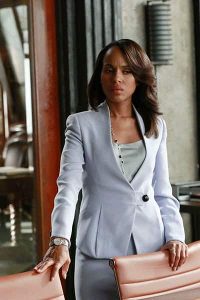 Olivia Pope wearing blue pantsuit