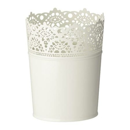 Flower pot with lace look edge