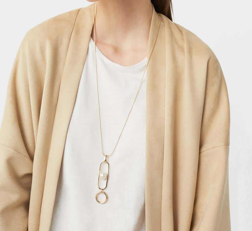 Woman wearing pearl pendant necklace