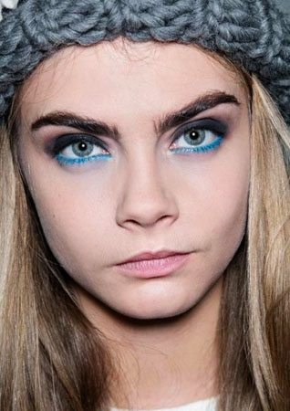 how to put eyeliner on lower lid