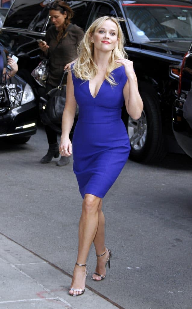 Reese Witherspoon wearing royal blue dress