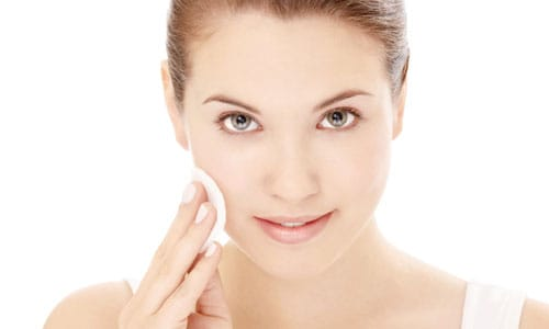 face wash alternatives: women cleaning face