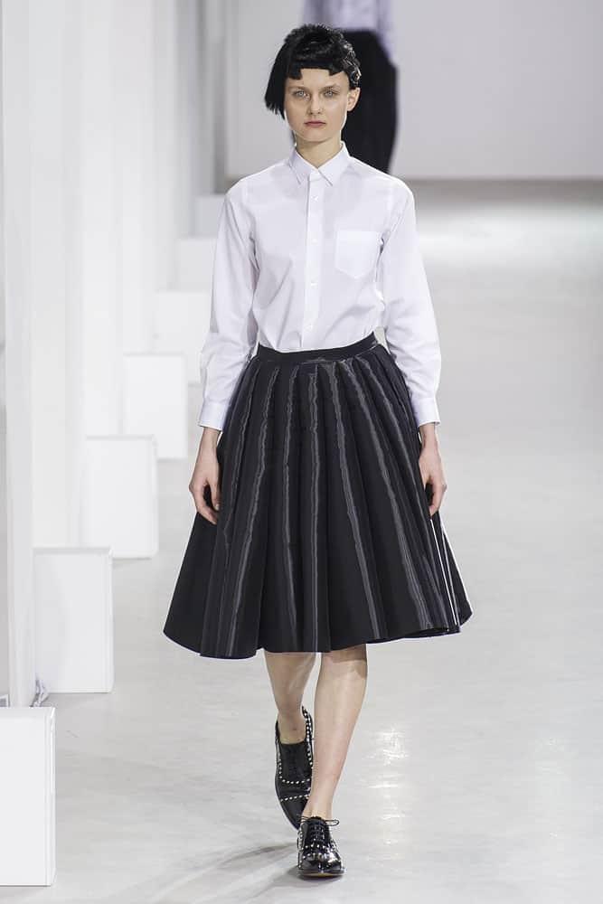 runway model wearing junya