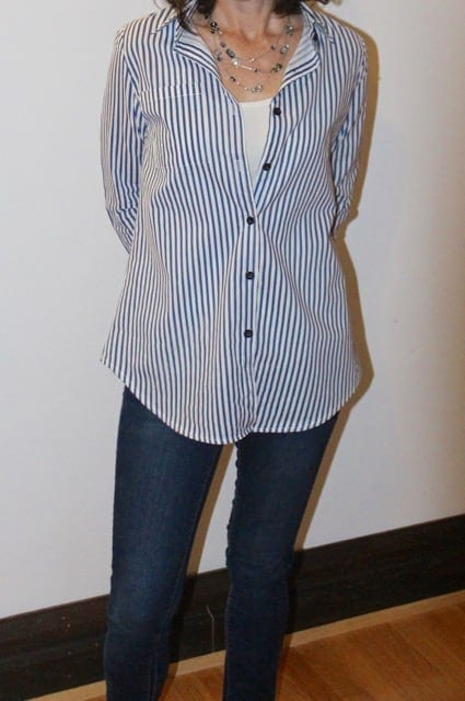 what is business casual outfit: striped blouse and skinny jeans