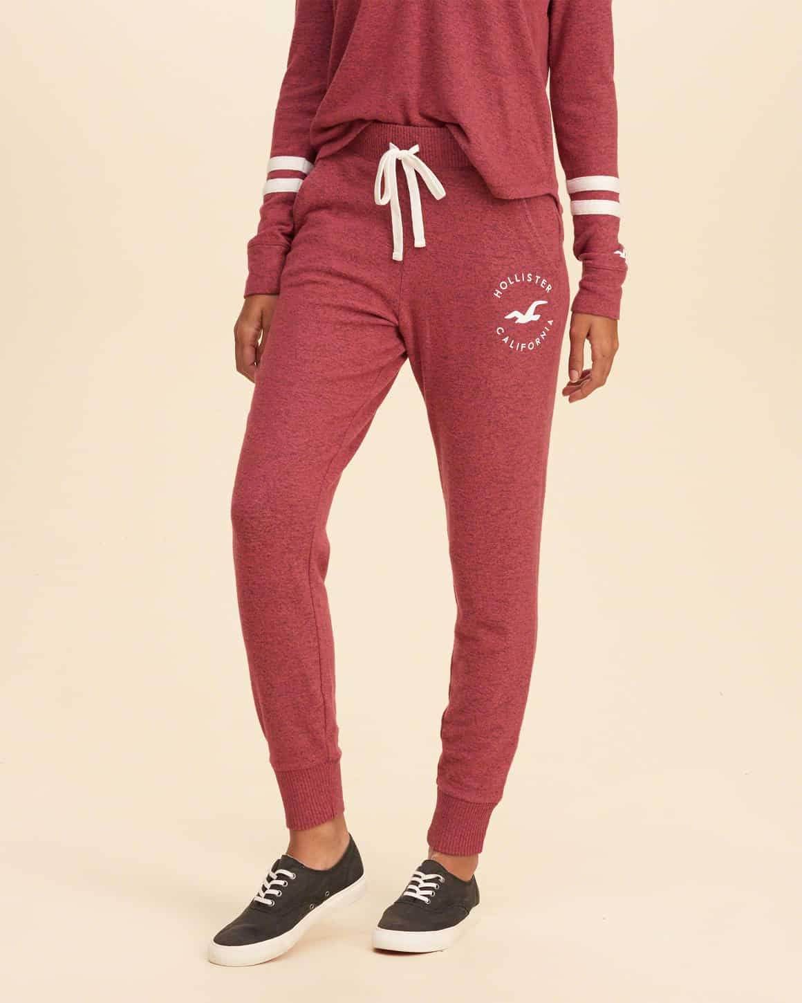 how to wear joggers - matchy jogger set that looks like pajamas