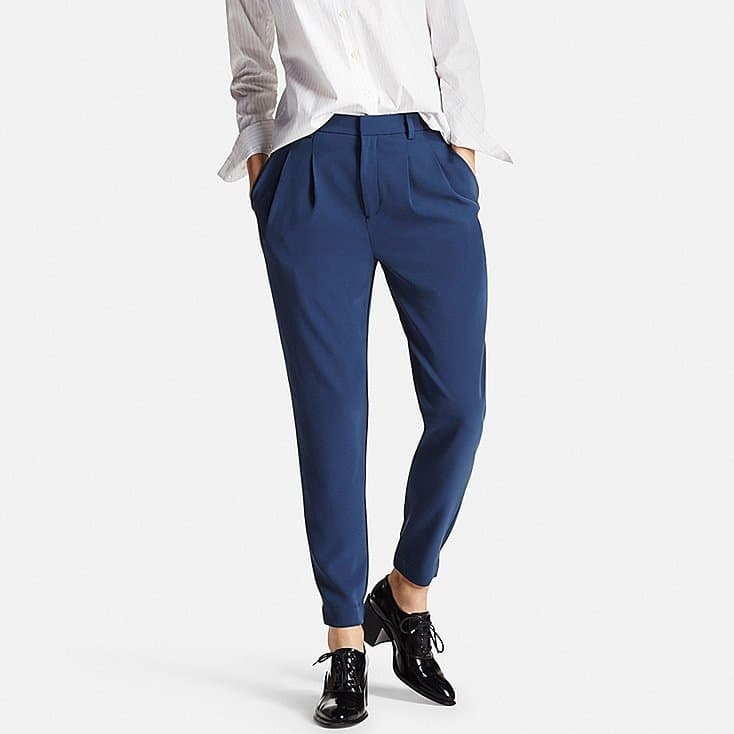 how to wear joggers - women drape jogger from Uniqulo offers a more formal jogger look