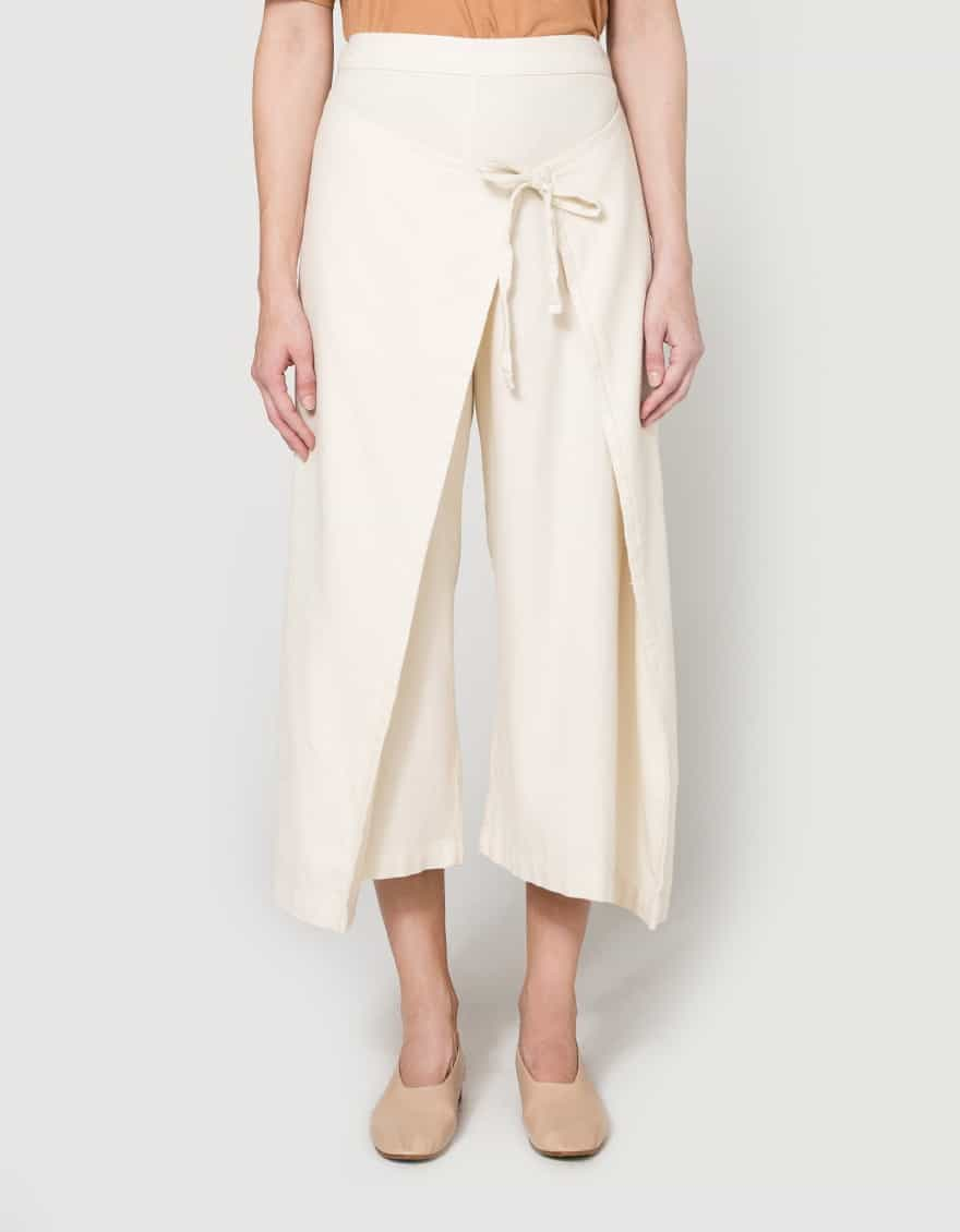 Off-white crepe pant with folded detail