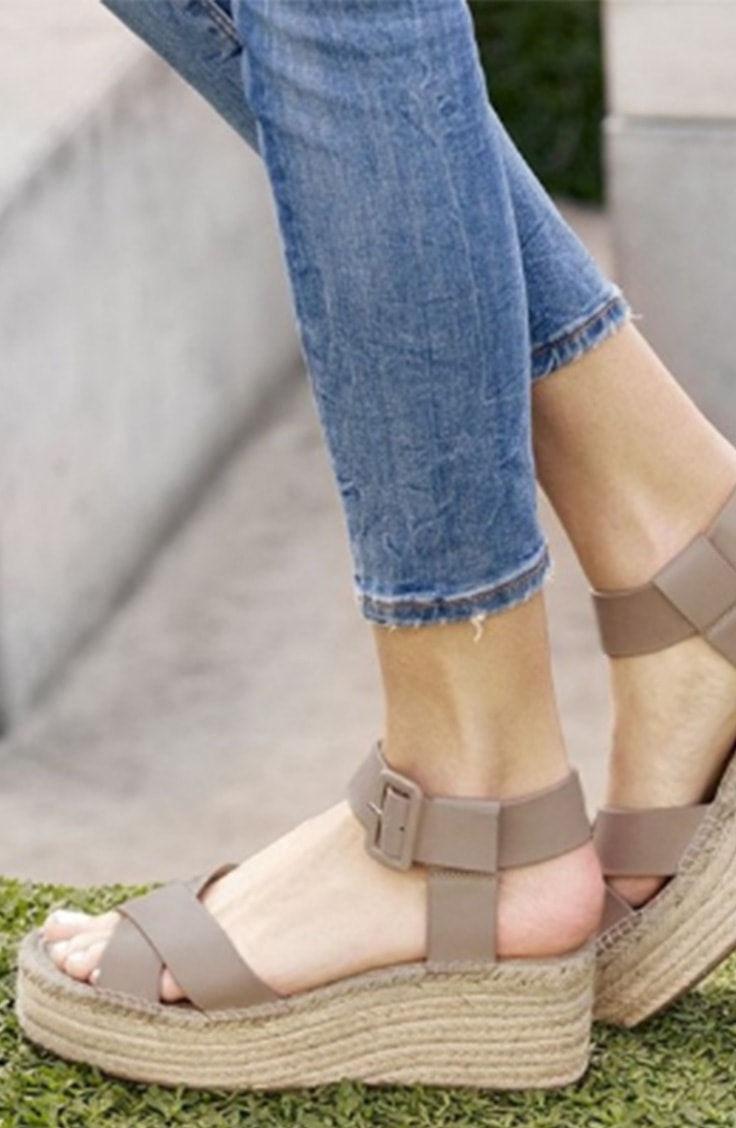 Flatform sandals with thick straps