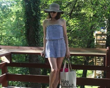 Jumpsuit outfit: floppy hat, sunglasses and beach bag with sandals