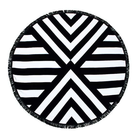 Black and white round towel
