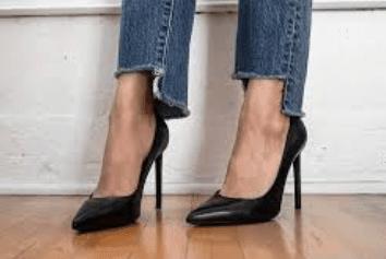 Step-hem jeans with pumps