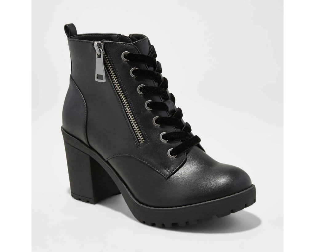 Black chunky boot with zipper and block heel