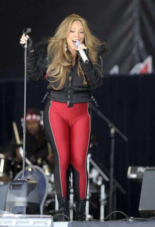 Mariah Carey wearing leggings