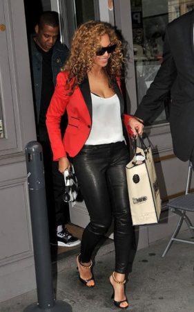 Beyonce wearing leggings