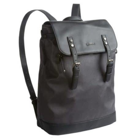 Black leather bag to take your gear to the gym