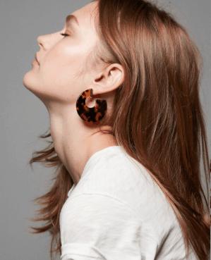 Circle shaped tortoise shell earrings