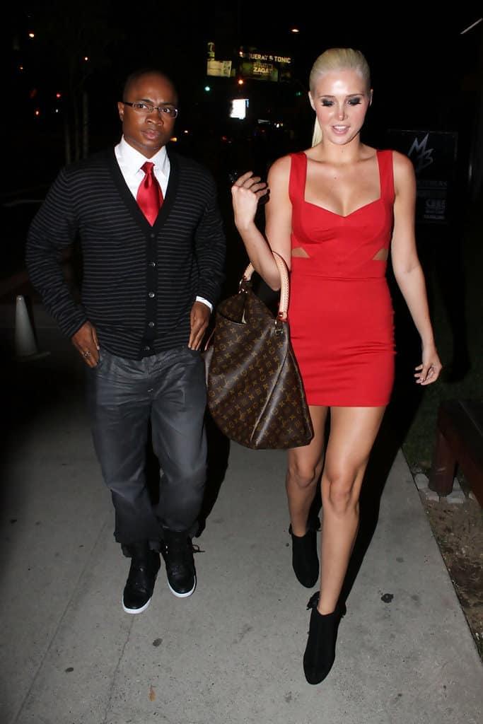 Karissa Shannon carrying tote bag