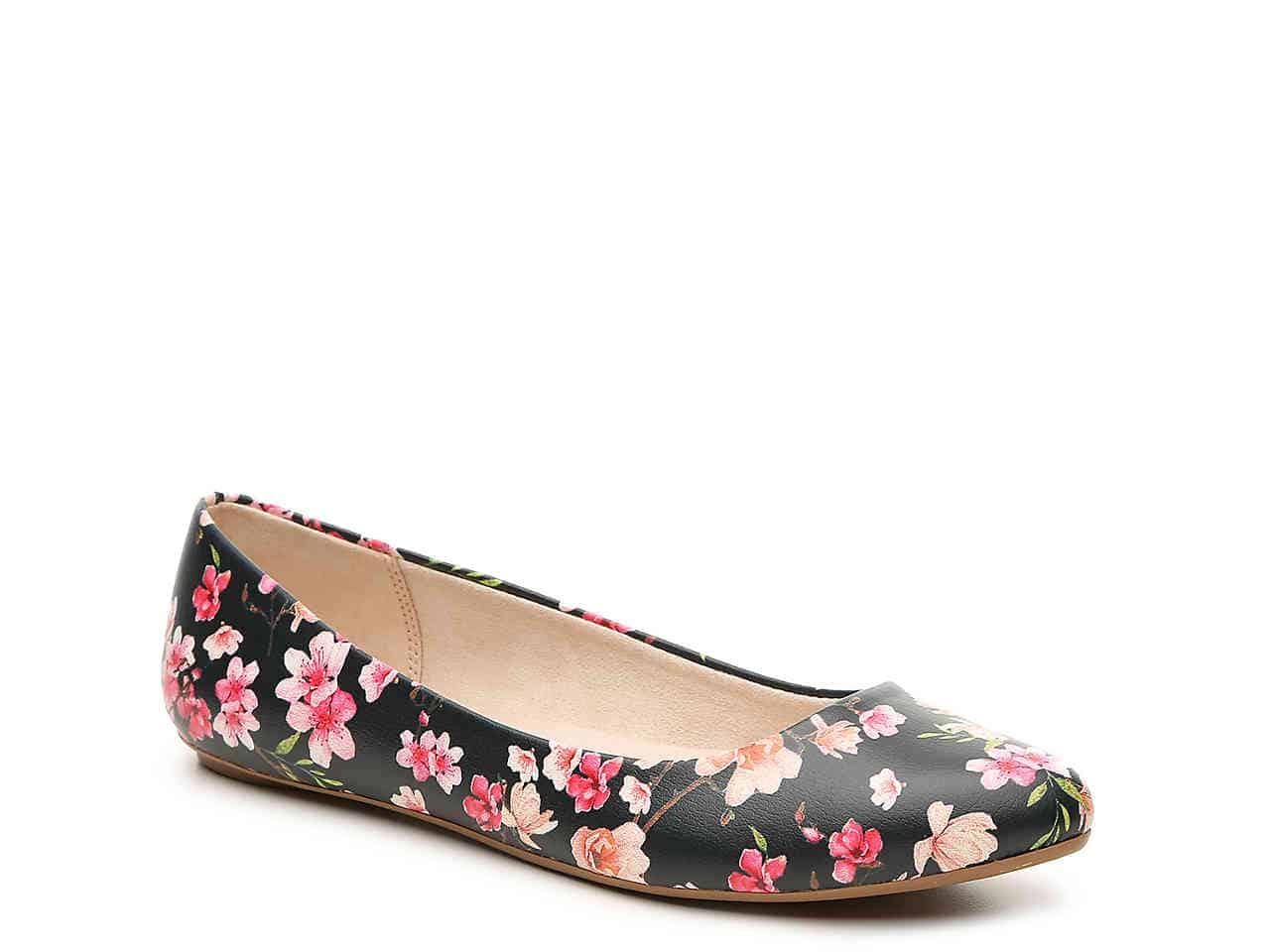 Dark floral flat shoe