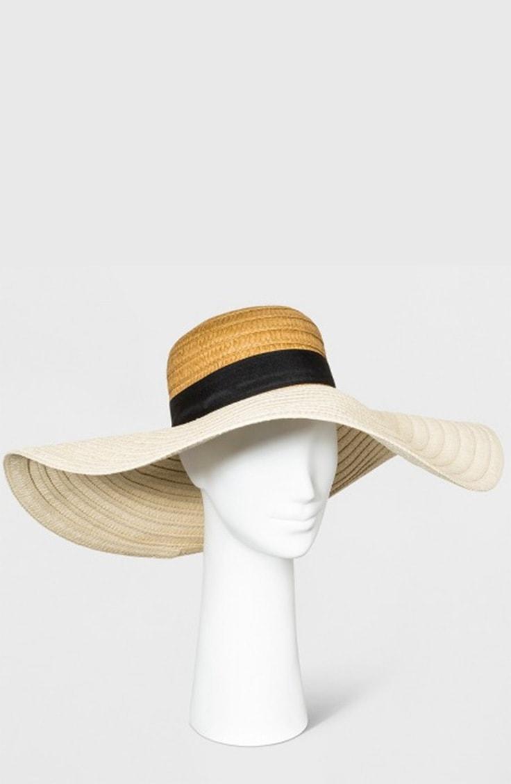 Floppy hat on mannequin
