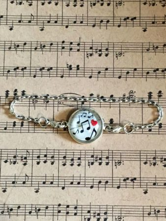 Bracelet with charm and musical notes