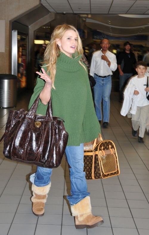 Jessica Simpson wearing oversized sweater and baggy jeans.