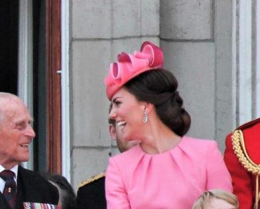 Kate Middleton wearing pink fascinator