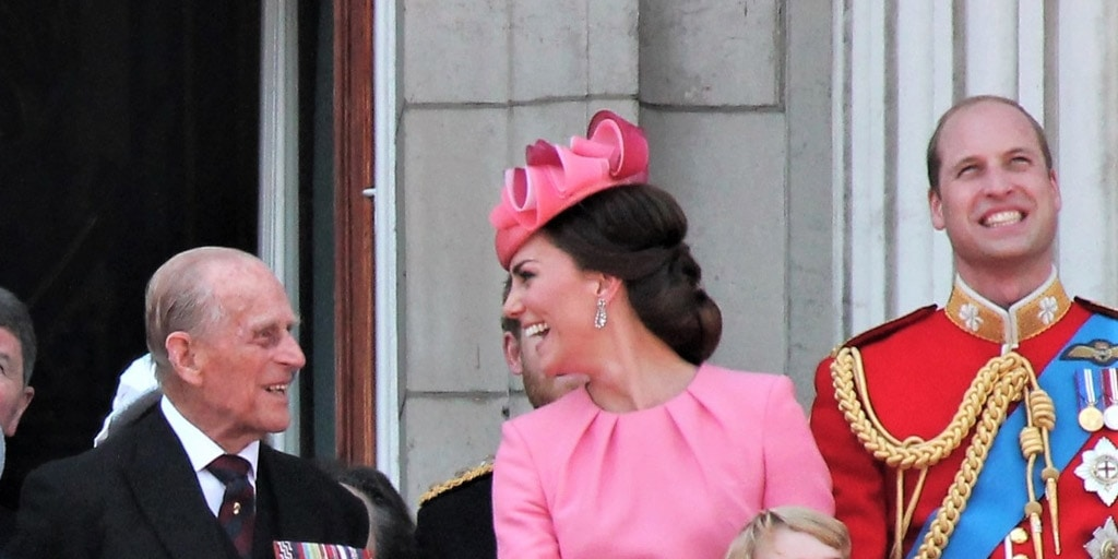 Kate Middleton wearing a pink fascinator hat