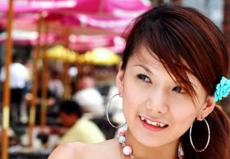 Japanese girl with Yaeba