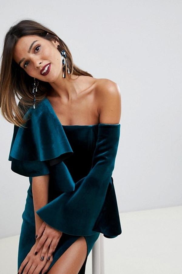 Ruffle dress in velvet