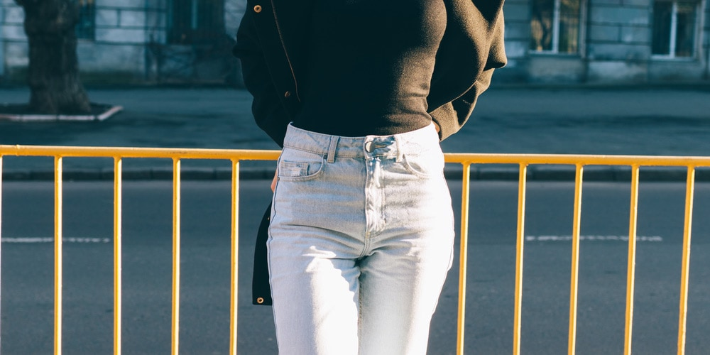 Woman wearing high-waisted, baggy jeans
