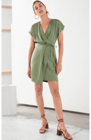 Vegas fashion ideas: sleeveless wrap dress
