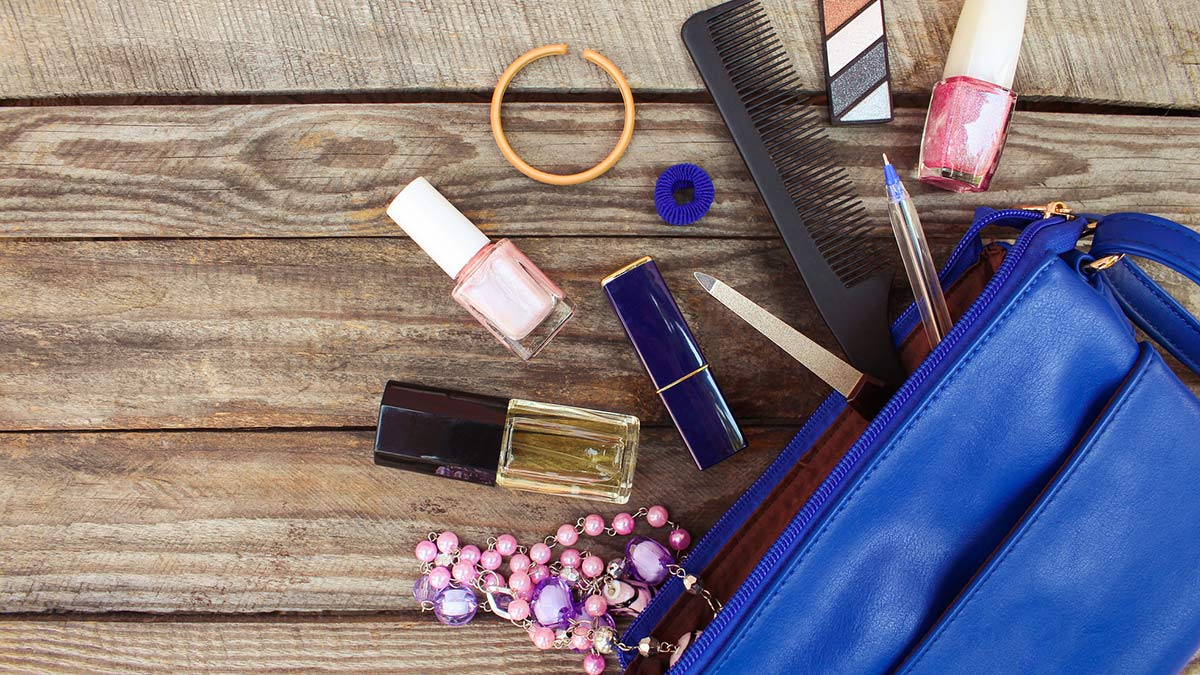 How to pack makeup: Makeup travel bag