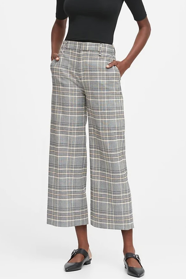 Wide-legged capri pants with pockets