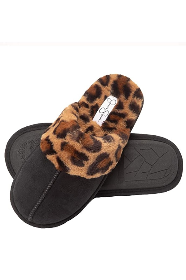 Slippers with leopard trim