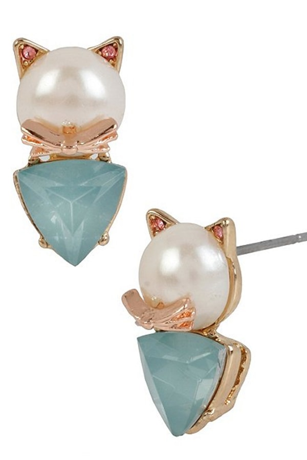Cat-themed pearl earrnings