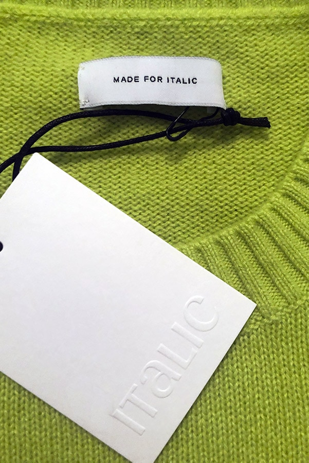 Close up of Italic label