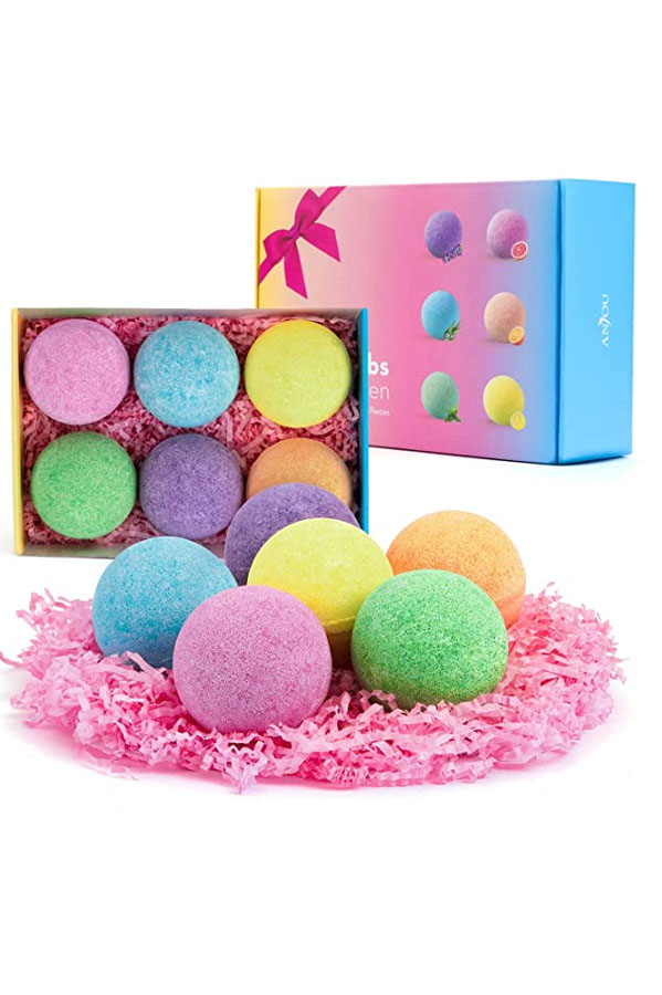 Set of bath bombs as affordable valentine's day gift