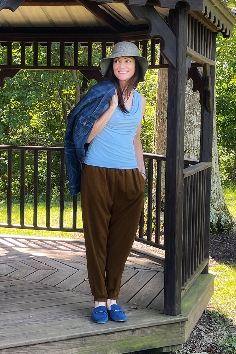 Catherine Brock blogger wearing harem pants casual outfit.