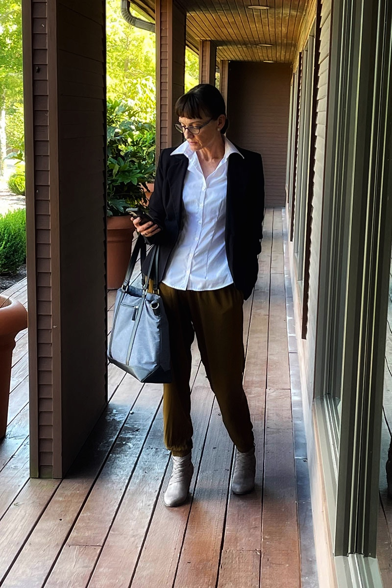 Catherine Brock blogger wearing harem pants in a work outfit.